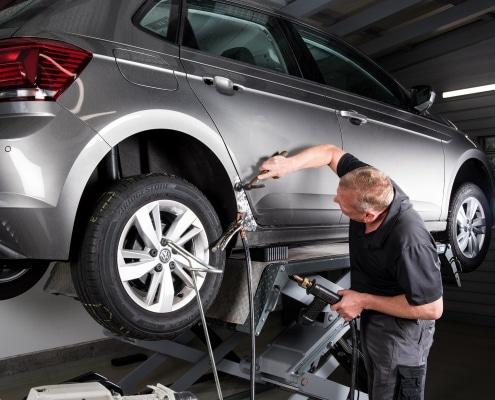 Reparatur eines Unfallfahrzeuges